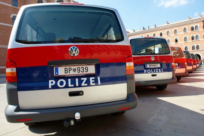 Copyright: BMI/Alexander TUMA, 14.04.2008 Wien, Funkwagen, Dienstkraffahrzeug, Blaulicht, Kombi, Besuch bei der WEGA mit Vorführung