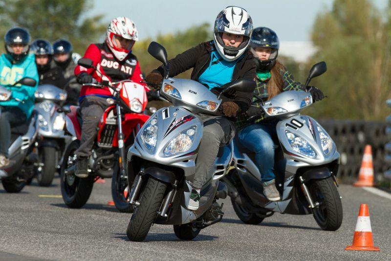 Autolenkerin übersah Motorradfahrer: Schwer verletzt