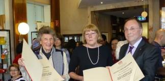 v.l.: Erika Augustin, Cornelia Praschag, Kulturstadtrat Willibald Mautner (Foto: leopress)