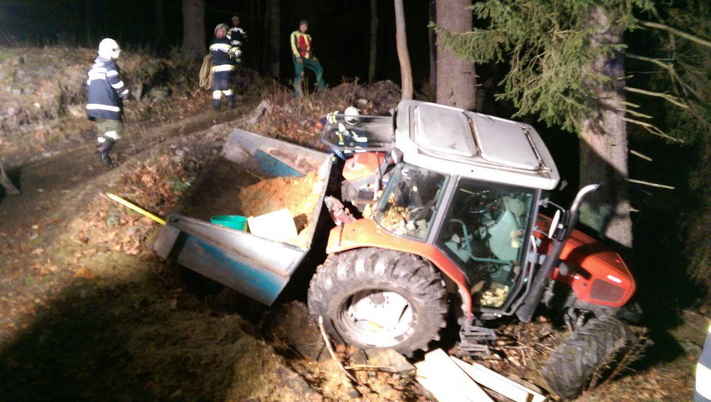 Traktorunfall: 58-Jähriger schwer verletzt