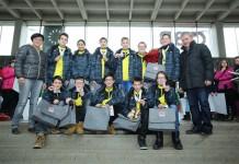 GR Birgit Sandler (l.) gratulierte im Namen von Bürgermeister Kurt Wallner den Goldmedaillengewinnern der NMS Pestalozzi zu ihrem großen Erfolg.