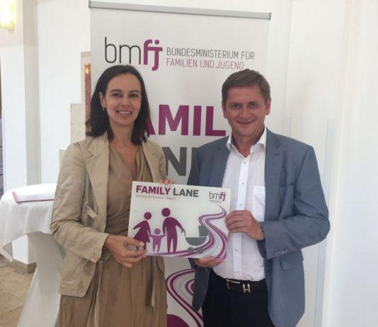 Familienministerin Sophie Karmasin und Bürgermeister Kurt Wallner