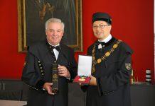 Landeshauptmann Hermann Schützenhöfer mit Rektor Wilfried eichelseder