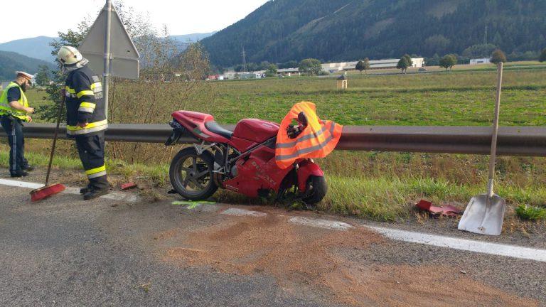 Sturz mit Motorrad: Fahrer schwer verletzt