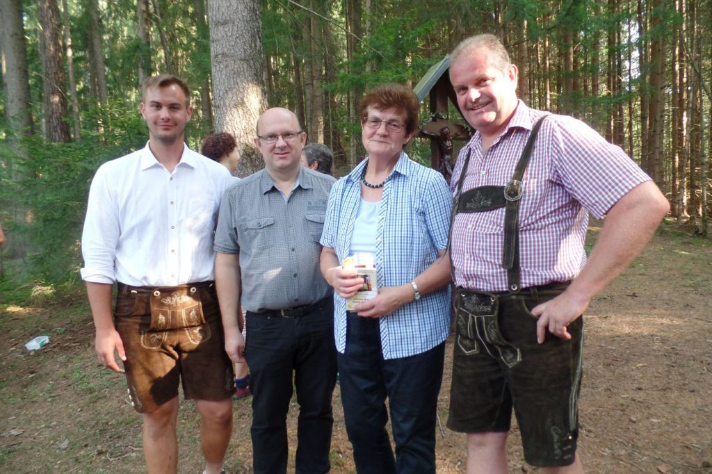 v.l.n.r. Stadtrat Reinhard Lerchbammer, Pfarrer Martin Waltersdorfer, Rosa Kaufmann, Gemeinderat Karl Kaufmann