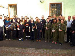 Die erfolgreichen Mädchen und Buben des 25. Kegelturniers der Feuerwehrjugend des Bereichsfeuerwehrverbandes Leoben.