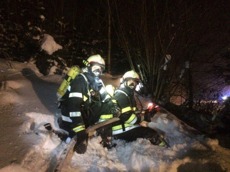 Großeinsatz der Feuerwehren bei Brand in Sägewerk