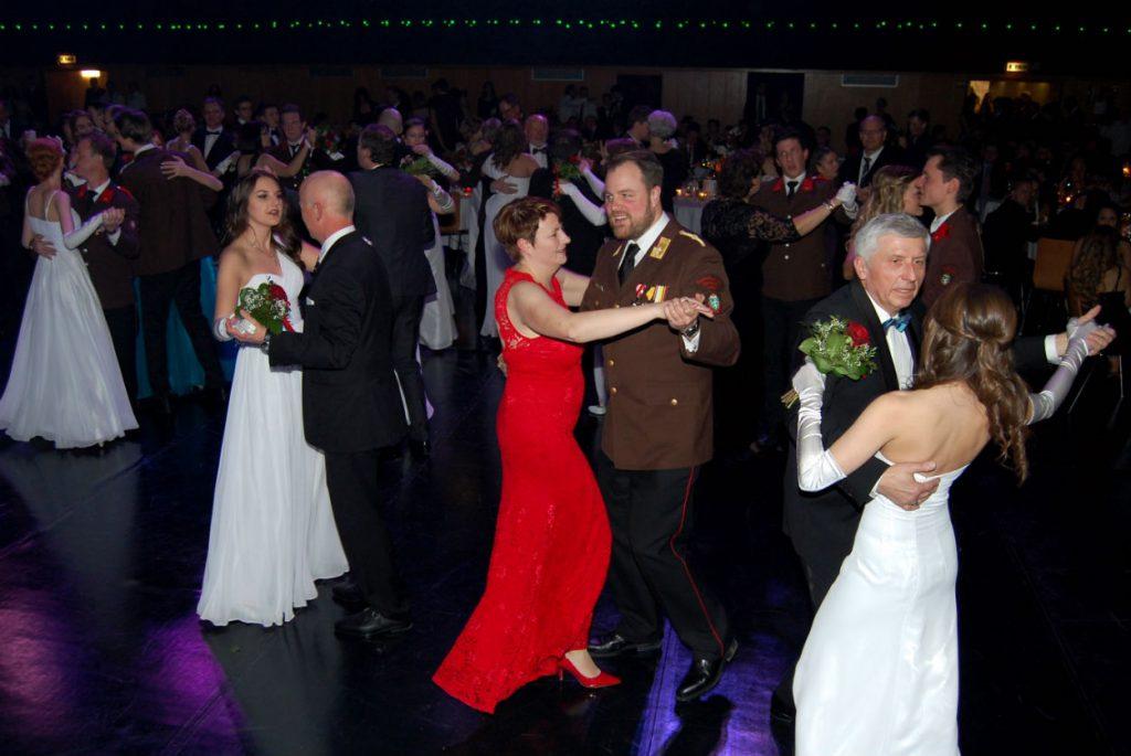 Viele Gäste frönten dem Ballvergnügen bei gemütlicher und herzlicher Atmosphäre bis in die frühen Morgenstunden des Sonntags.