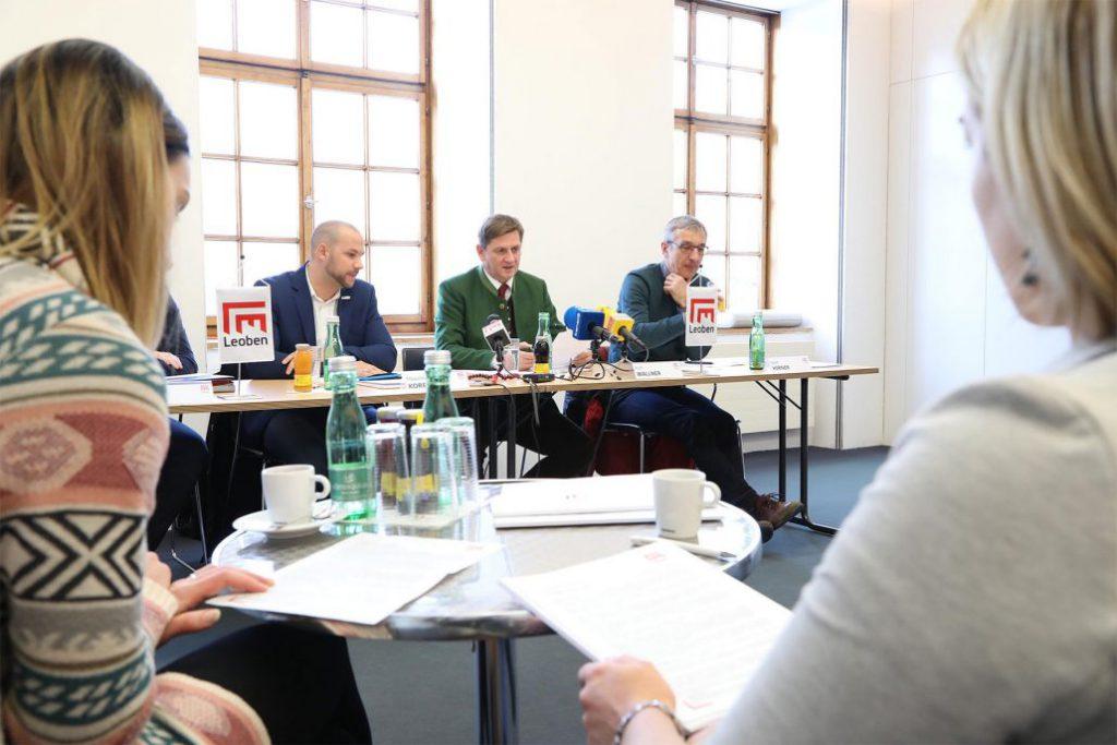 v.l.: Maximilian Koren (BMI), Leobens Bürgermeister Kurt Wallner, Adi Hirner (BMI); Foto: Freisinger