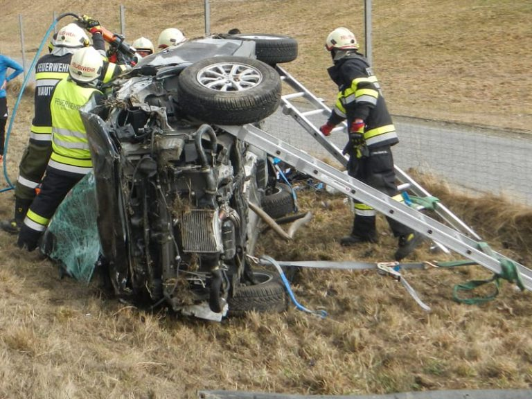 Schwerer Verkehrsunfall auf der A9 bei Mautern