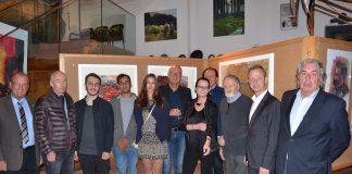 Initiator Albert Ecker (4.v.r.) mit Bgm. Karl Dobnigg (li.), Bgm. Mario Abl (2.v.r.), Peter Cmager (re.) und den Künstlern © echtzeit-tv