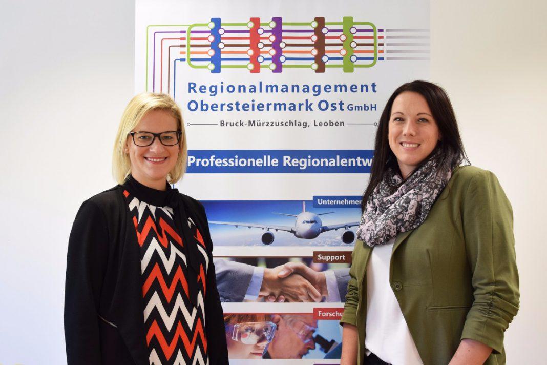 Martina Haßler (re.) übernimmt von Valerie Böckel das Regionale Jugendmanagement. (Foto: Regionalmanagement Obersteiermark Ost)