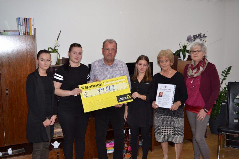 Spendenübergabe an die Familie von Alena Pillarova