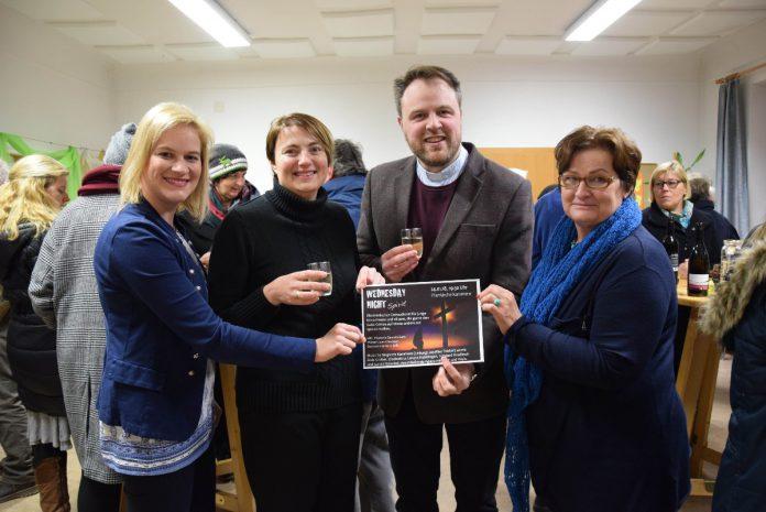 Dechant Clemens Grill mit der evangelischen Pfarrerin Daniela Kern und den beiden Initiatorinnen Heidi Böckel (re.) und Valerie Böckel (li.)