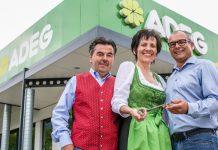 Erna Schuss mit Ehemann Walter übergab ihren Markt an Kaufmann Hans-Peter Kurzmann. ©ADEG Österreichs Handels AG/ jblematl