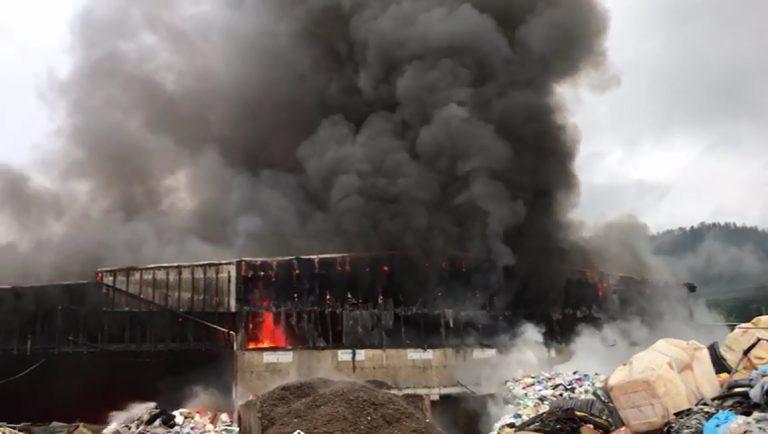 Großbrand bei Müllentsorgungsunternehmen