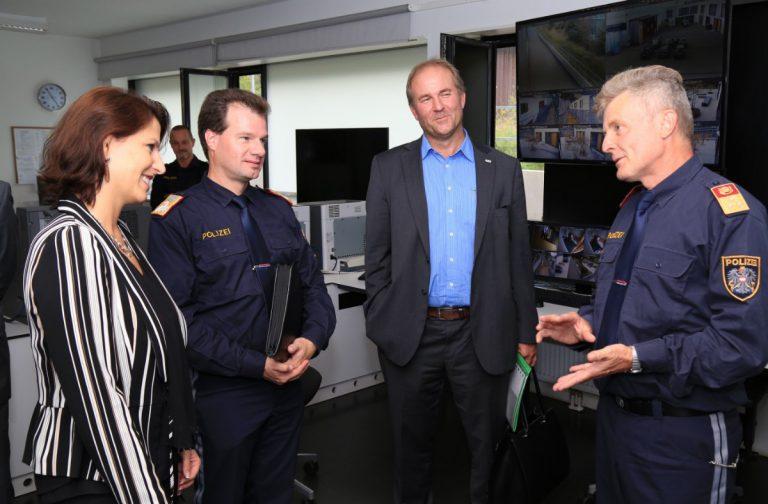 Staatssekretärin besucht Anhaltezentrum Vordernberg