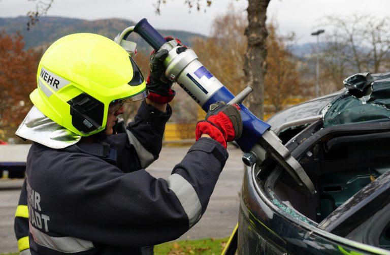 Feuerwehr übt beim Zoll