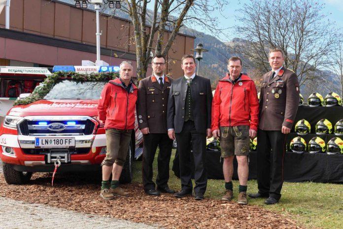 Bergrettung und Feuerwehr Mautern mit neuem Einsatzfahrzeug u. NRAbg. Bgm. Andreas Kühberger