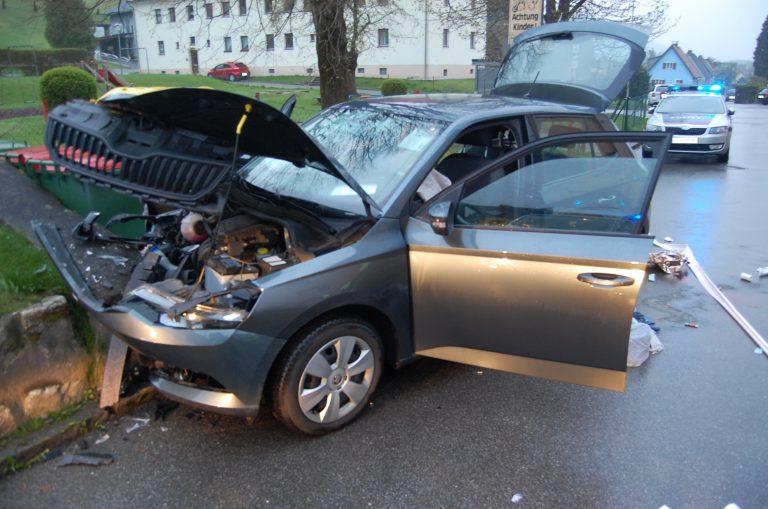 Alkoholisiert und ohne Führerschein: 5 Verletzte bei Verkehrsunfall