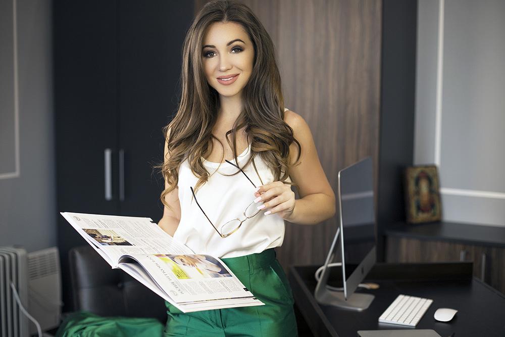 Elvira Gavrilova in ihrem Büro, Vertretung von Amillidius, Odessa.